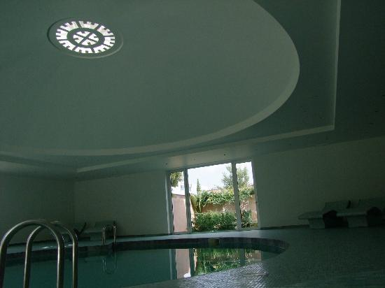 Aquila Elounda Village Hotel: La piscine intérieure du spa