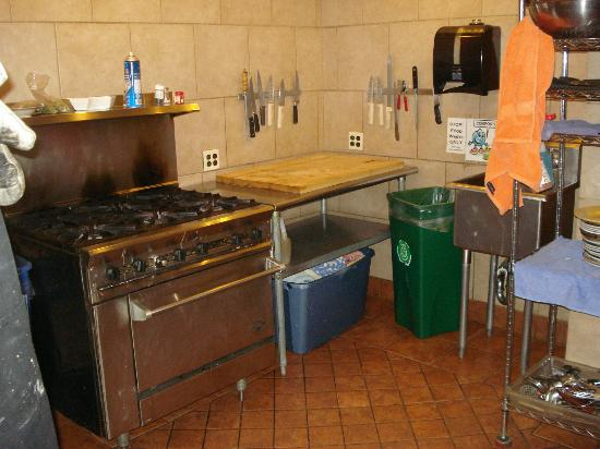The Green Tortoise Hostel: Communal kitchen pic #2