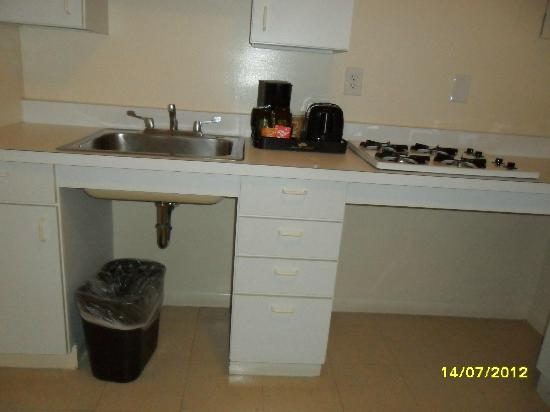 State Plaza Hotel: Kitchen