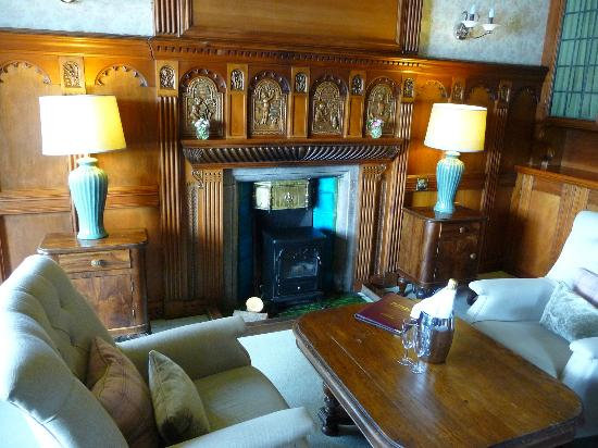 Knockderry House Hotel: Library