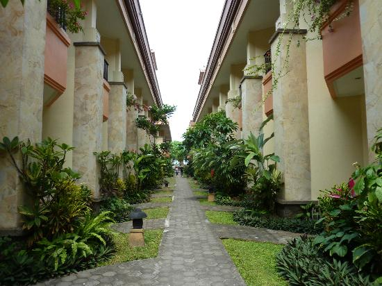 Pelangi Bali Hotel: Even though these buildings are close you can't see into someone elses room