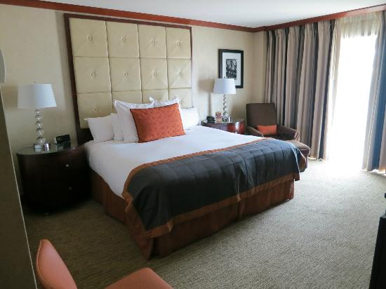 The Bostonian Boston: comfy large bed
