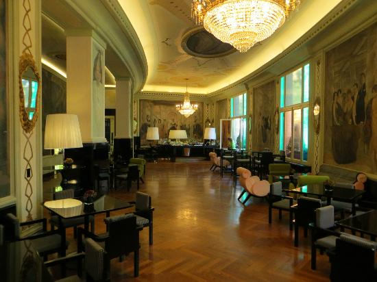Grand Hotel Palace: Cocktail Area