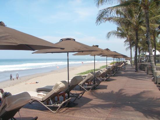 The Samaya Bali Seminyak: Beach-Relaxing