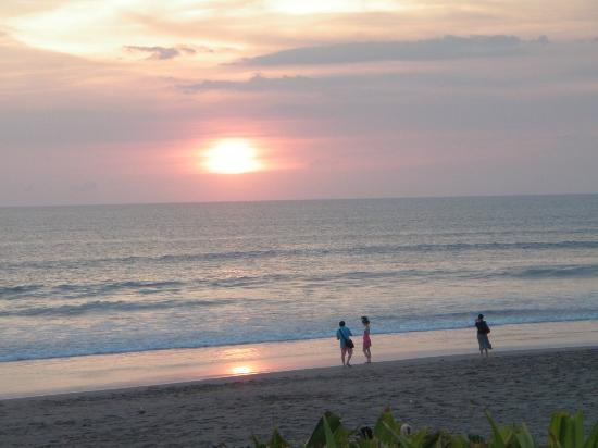 The Samaya Bali Seminyak: Beach at Sunset