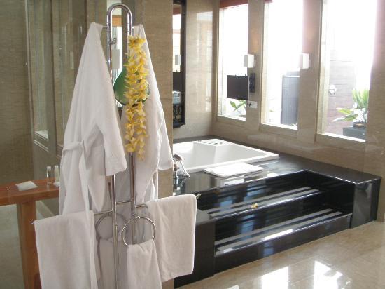 The Samaya Bali Seminyak: Bathtub