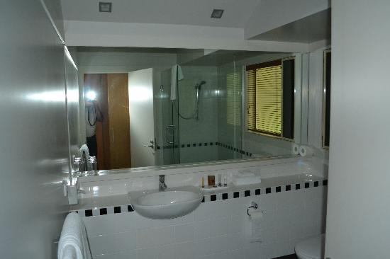 Grand Mercure Puka Park Resort : Bathroom