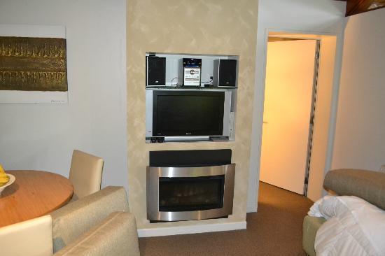 แกรนด์ เมอร์คียว พูก้า พาร์ค รีสอร์ท: stereo , tv and heater