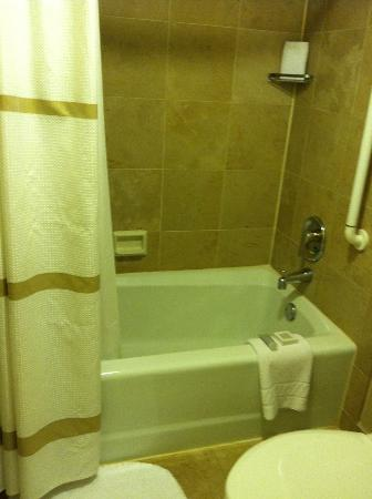 JW Marriott Washington DC: Shower/bath in room