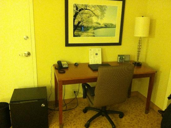 JW Marriott Washington, DC: Business desk and mini fridge