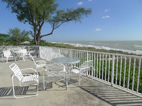 Island Inn: deck overlooking the Gulf