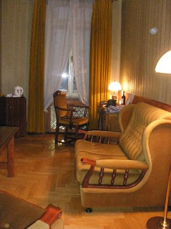 Hotel Francuski: our livingroom for the week