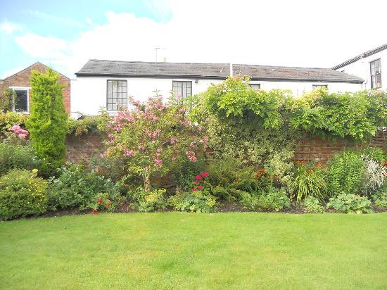 The Battledown Bed and Breakfast: The Lovely Garden