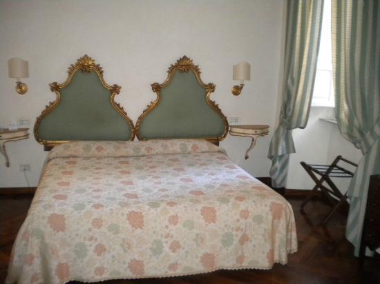 Hotel Fortuna: Letto