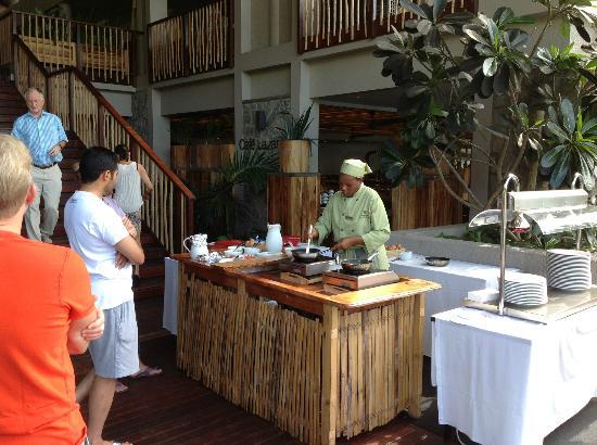 Kempinski Seychelles Resort: Omlet Chef