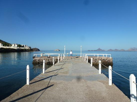 Hotel Playa de Cortes: The grounds