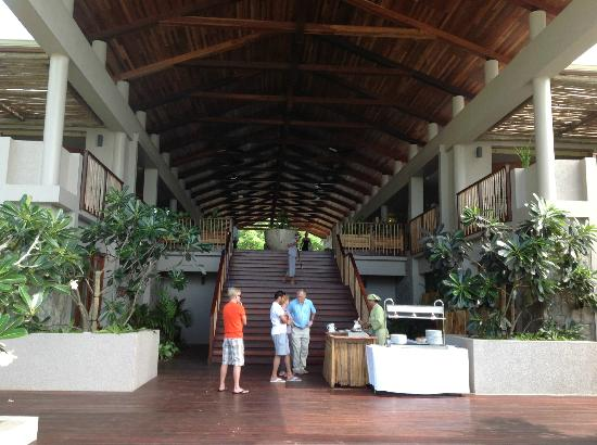 Kempinski Seychelles Resort: View of reception area from pool
