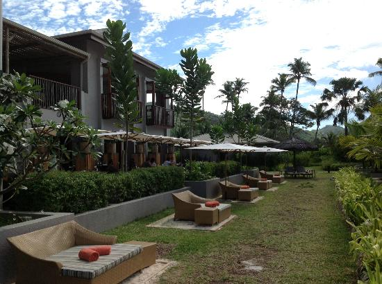 Kempinski Seychelles Resort: Side of hotel