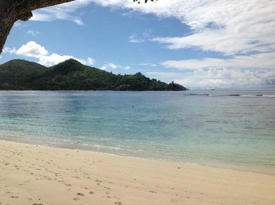 Kempinski Seychelles Resort : other side of private beach