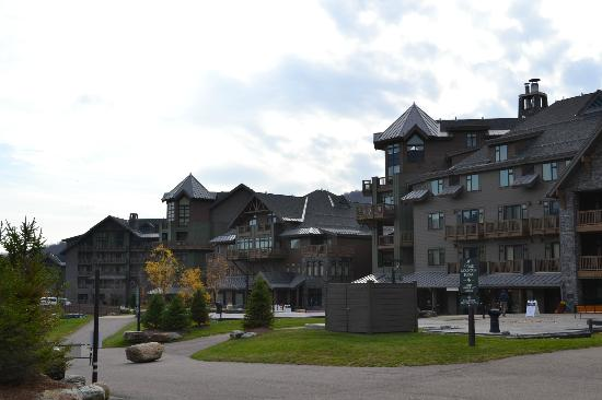 Stowe Mountain Lodge: Outside of lodge