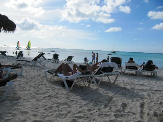 Occidental Grand Aruba All Inclusive Resort: Beach at Hotel