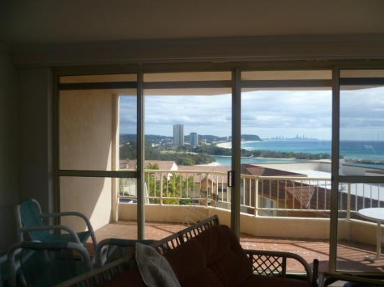 The Hill Apartments: amazing view from the kitchen back to burleigh and surfers