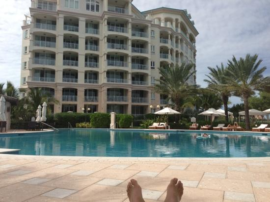 Seven Stars Resort & Spa : relaxing at the pool