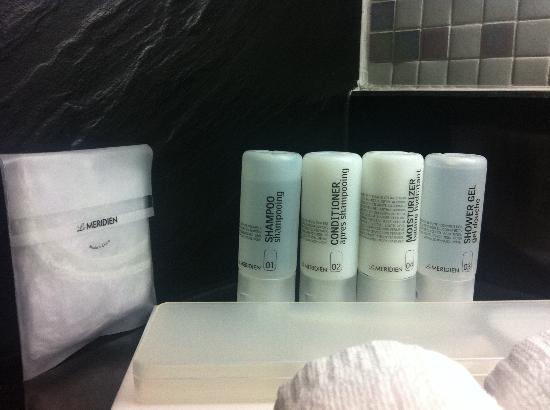 Le Meridien Phuket Beach Resort: Complete toiletries