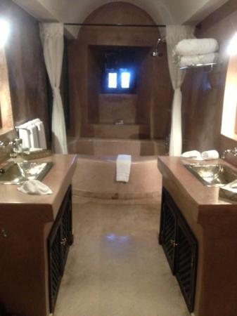 Riad Noir d'Ivoire: not your average bathroom!