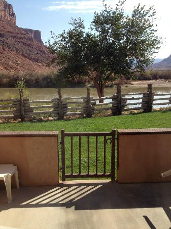 Red Cliffs Lodge: river from king suite