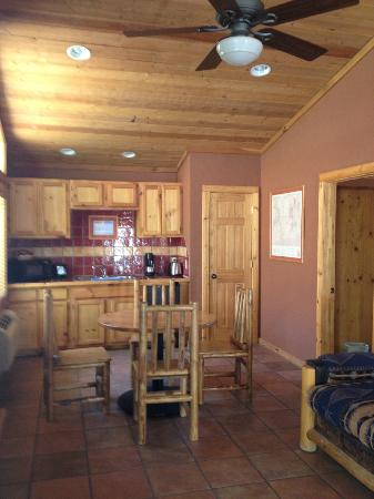 Red Cliffs Lodge: kitchen in 2 bedroom cabin