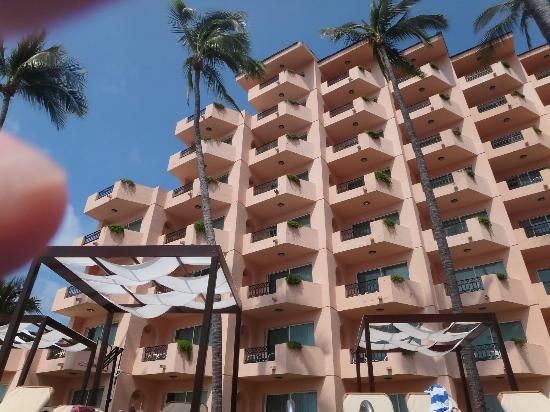Crown Paradise Golden Resort Puerto Vallarta: View of rooms from the pool