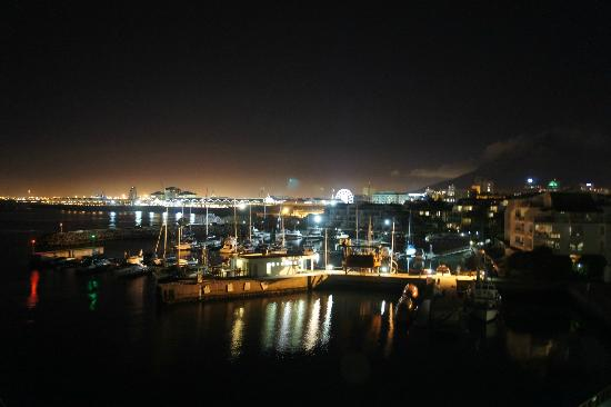 Radisson Blu Hotel Waterfront, Cape Town: Night view from en suite
