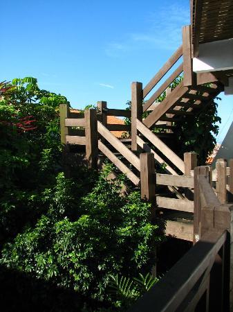 Pousada Caminho do Sol: Escada para os apartamentos