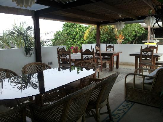 Posada Albacora: terraza de desayuno y comidas
