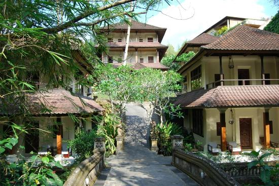 Pertiwi Resort & Spa: Beautiful paths and walkways