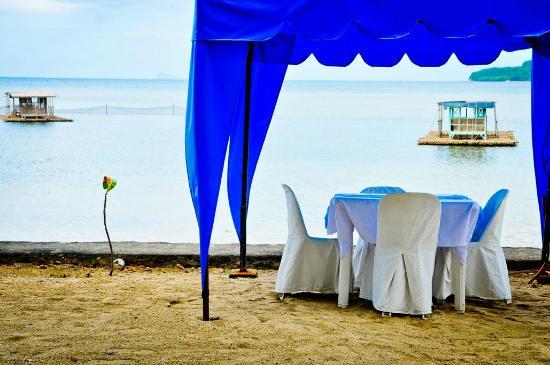 Matabungkay Beach Resort & Hotel: beach front