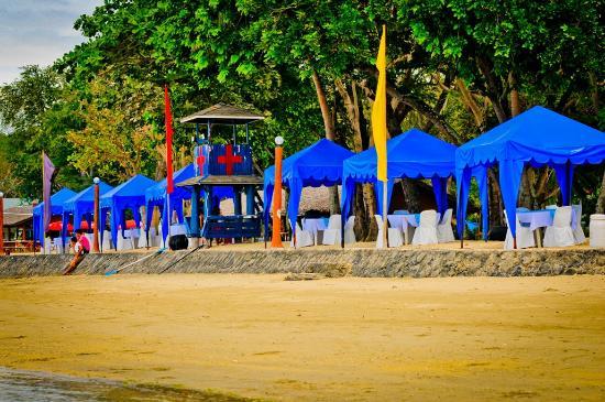 Matabungkay Beach Resort & Hotel: beach huts