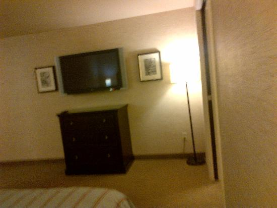 "Silver Cloud Hotel Bellevue - Eastgate: 44"" LG TV in Private Bedroom Area"