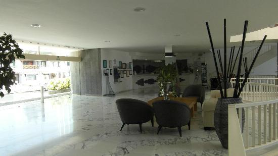 Suite Hotel Fariones Playa: Reception.