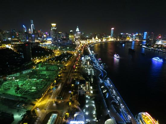 Hotel Indigo Shanghai on the Bund: Cities Light display 