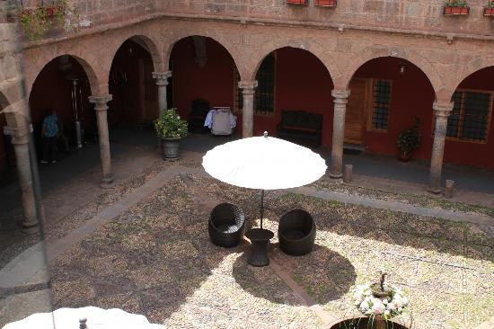 Hotel Costa Del Sol Ramada Cusco: Beautiful courtyard