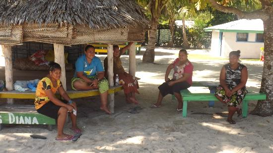 Tanu Beach Fales: Tanu Family