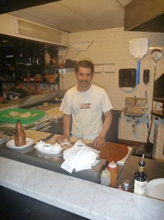 Tony's Pizza Napoletana: Open kitchen