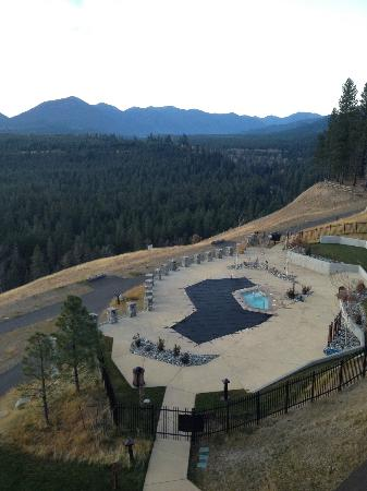 Suncadia Resort: pool (one of them) behind the hotel, the hot tub is magnificant