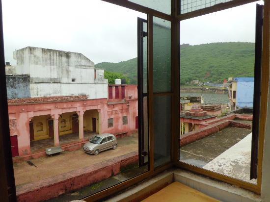 Rajmahal: Vista del lago desde la habitación