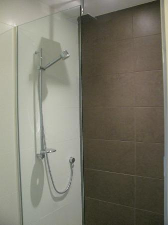 Rydges Auckland: Shower