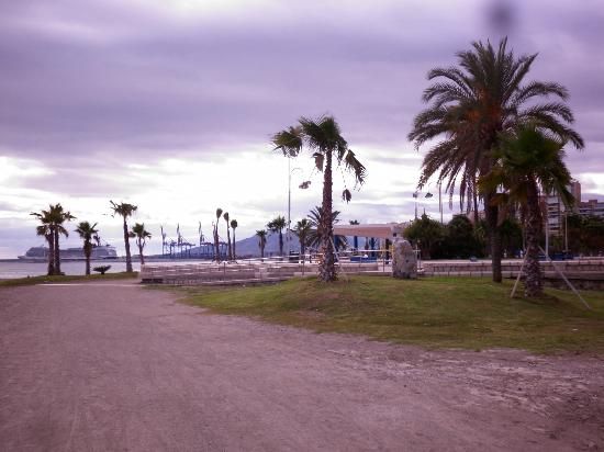 Hotel MS Maestranza: beach 5 mins walk from hotel