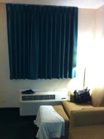 Continental Plaza Hotel: ar condicionado