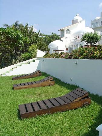 Villas Fa Sol: Privacy but plenty of Sun...